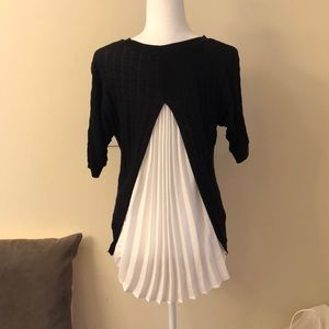 "Vera Wang ""simply Vera"" black and white sweater"